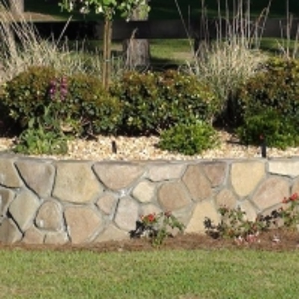 StoneMakers Fieldstone short wall