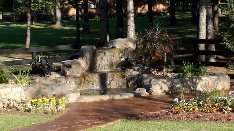 StoneMakers Fieldstone-Boulder water feature
