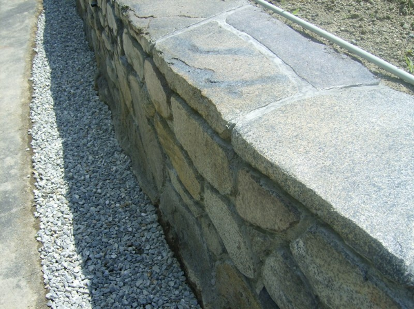StoneMakers Stacked Stone with Flagstone cap